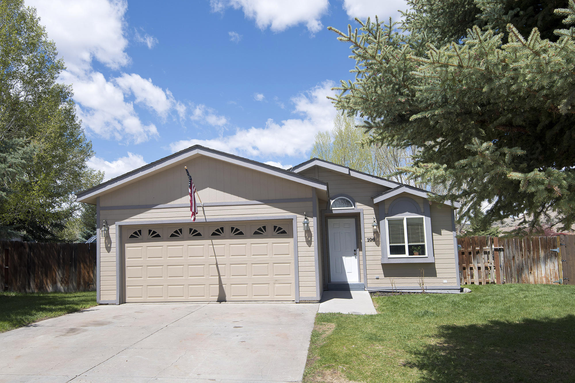 106 Aspen Grove Property Photo 1