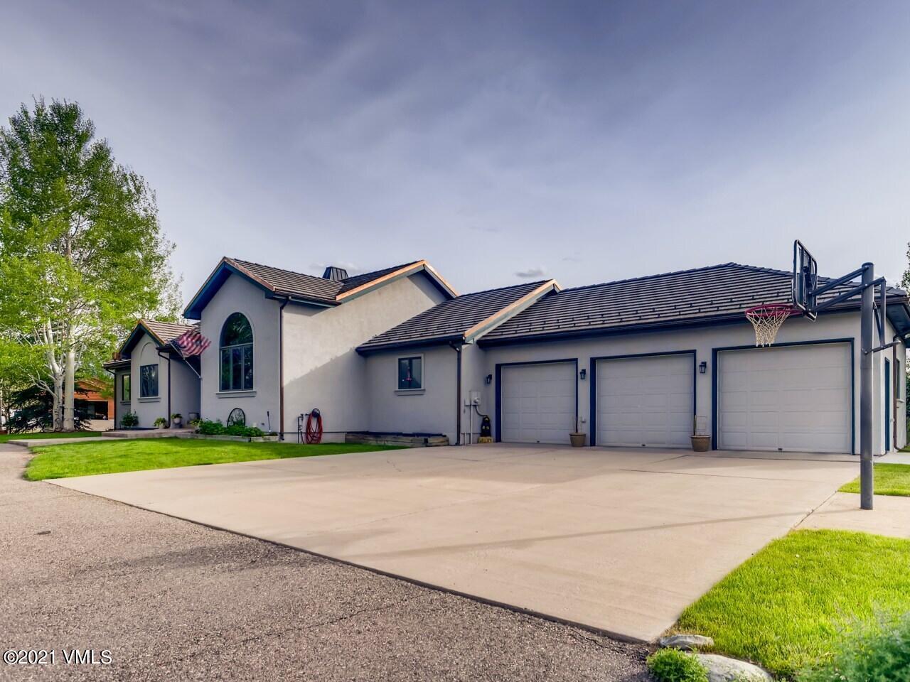 911 Mayne Street Property Photo 1