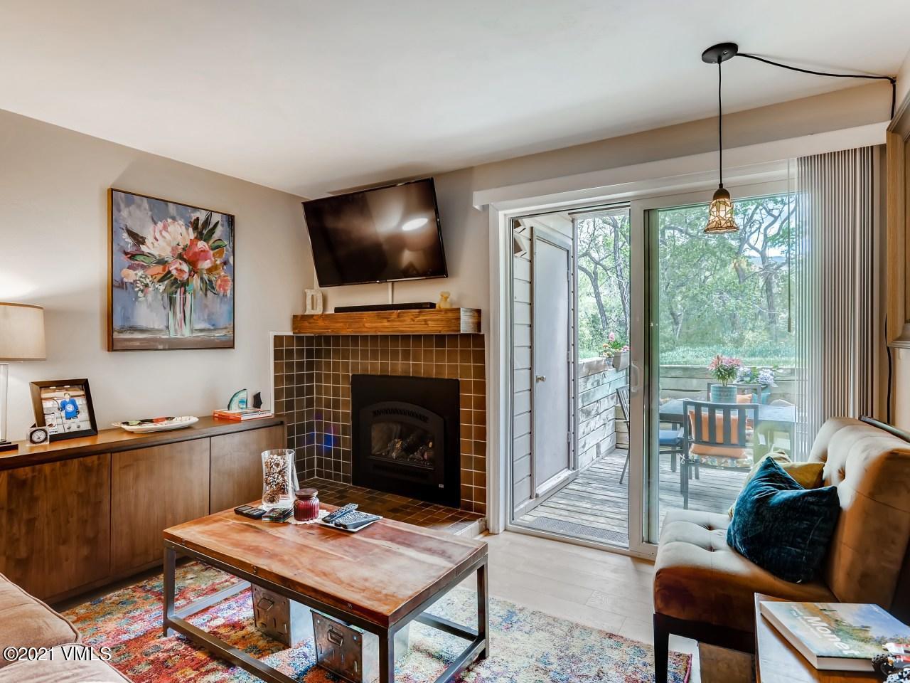 1050 W Beaver Creek Property Photo 1