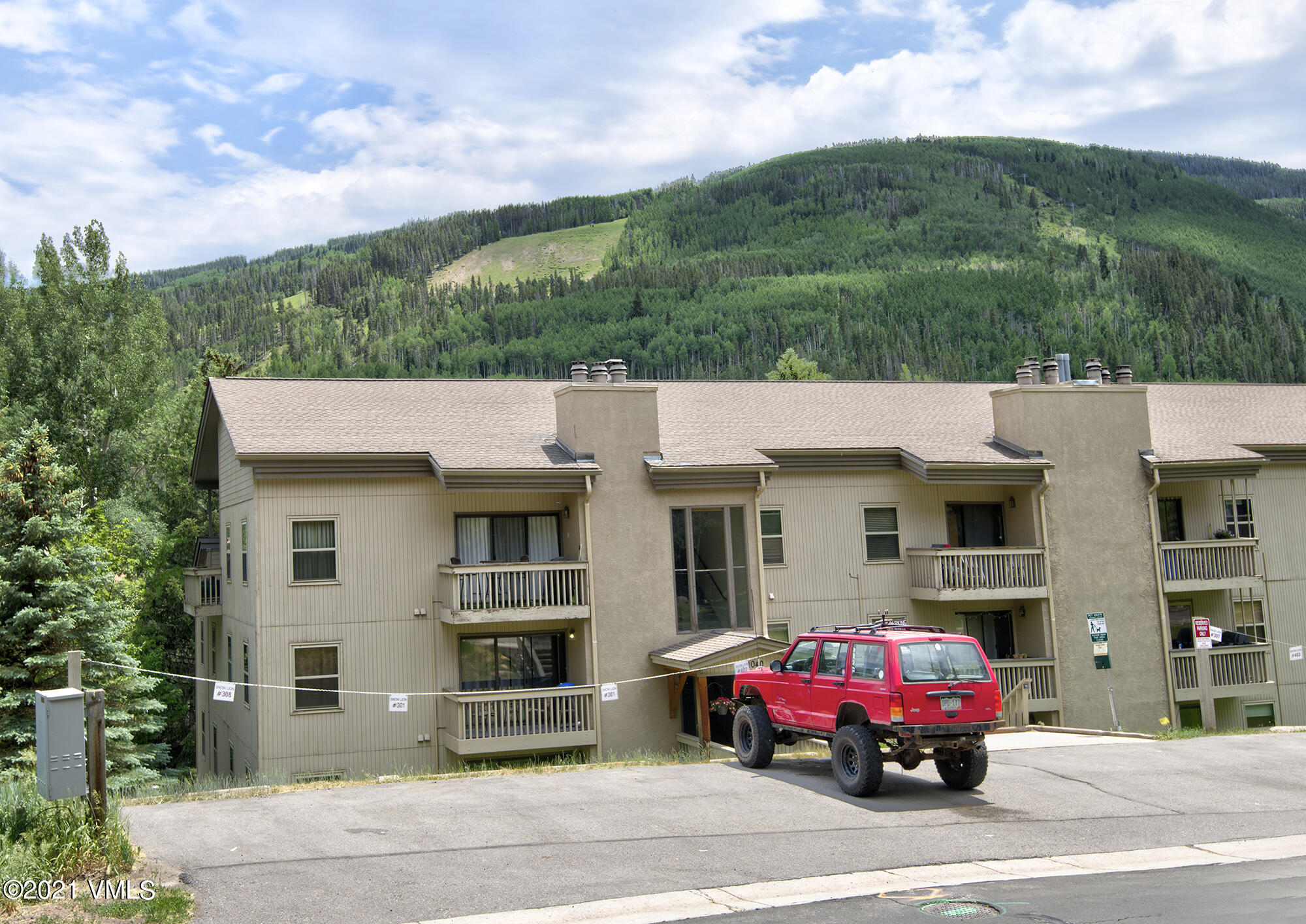 1040 Vail View Drive Property Photo 1