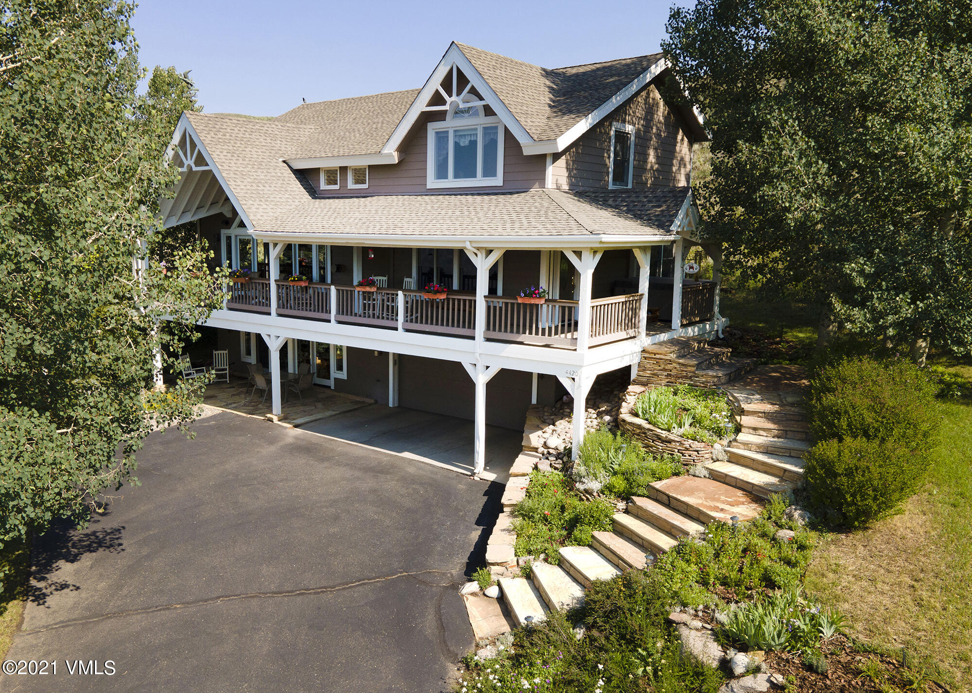 4420 Wildridge Road W Property Photo 1
