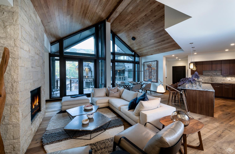701 W Lionshead Circle Property Photo