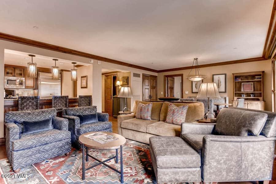 100 E Thomas Place Property Photo 1