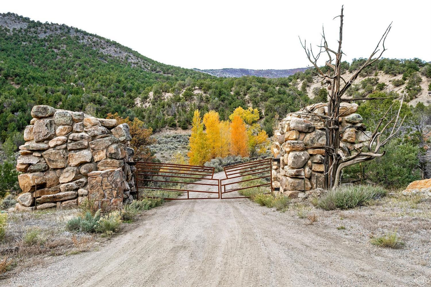 2742 Sweetwater Road Property Photo